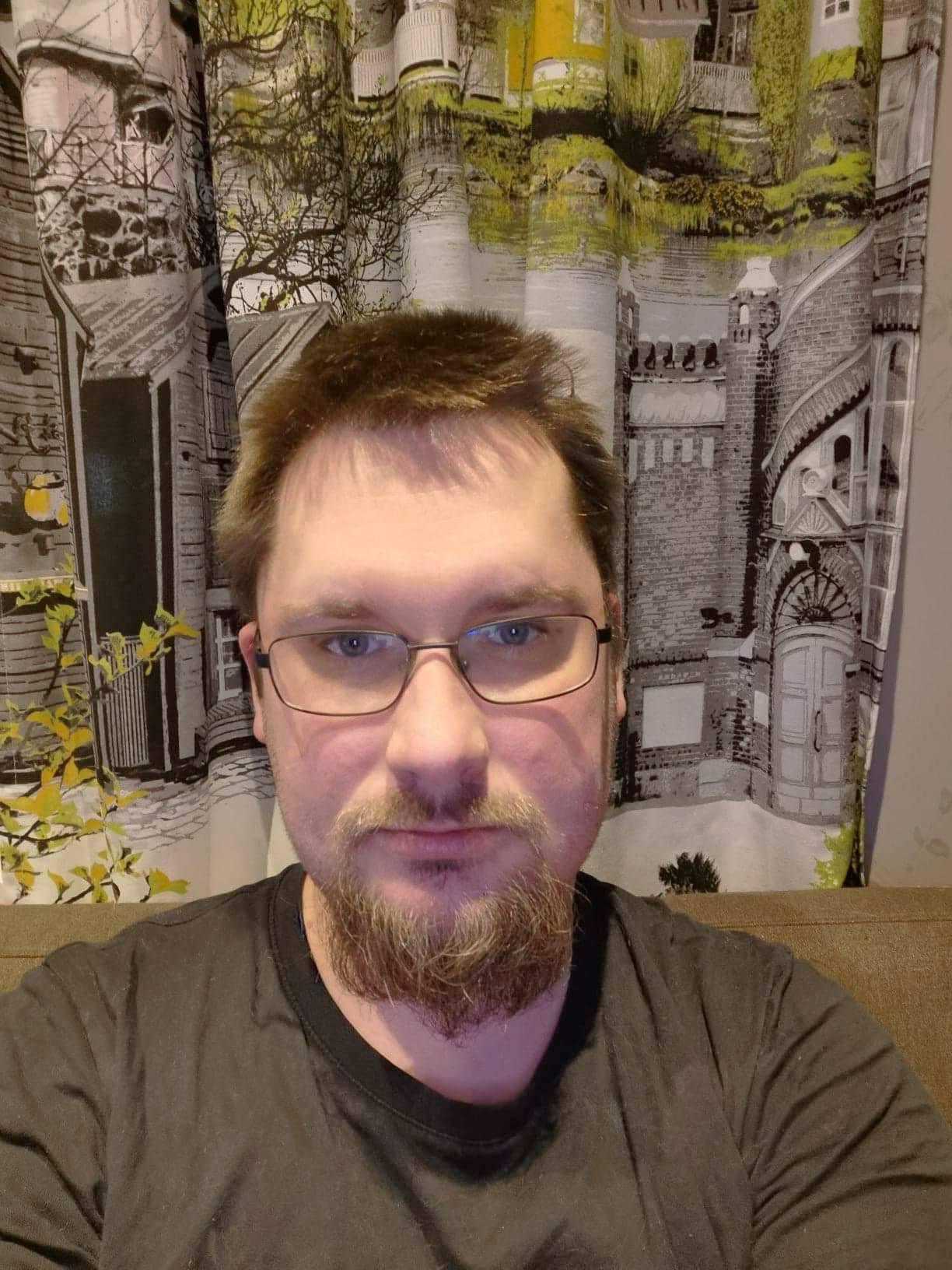 Joni Höök - Kirjoittajaprofiili